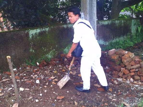 menggali kuburan